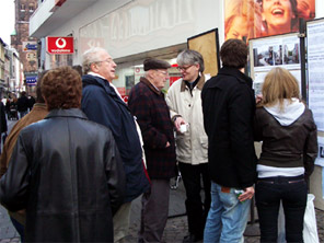 Straßenaktion am 25.10.2008 – Informationsstand – Foto: Elisabeth Ruppert